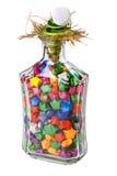 Bouteille en verre de cadeau avec les étoiles colorées lumineuses photographie stock