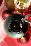 Bouteille en verre de vin blanc Photos libres de droits