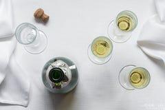 Bouteille et cannelures de Champagne images libres de droits