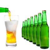 Bouteille et glace avec de la bière Images libres de droits