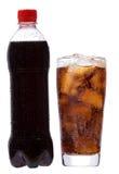 Bouteille et glace avec le kola photographie stock libre de droits