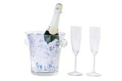 Bouteille et glace de Champagne d'isolement sur le blanc Photo libre de droits