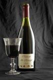 Bouteille et glace de vin photographie stock libre de droits