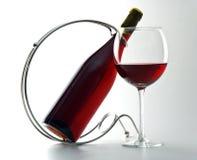Bouteille et glace de vin rouge Images stock