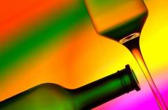 Bouteille et glace de vin silhouettées Image libre de droits