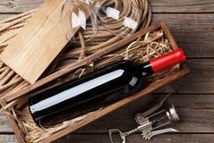 Bouteille et glaces de vin rouge Image libre de droits