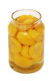 Bouteille ouverte de conserve de fruits Photos stock