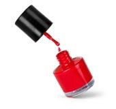 Bouteille rouge de vernis à ongles avec l'éclaboussure d'isolement sur le blanc Image libre de droits