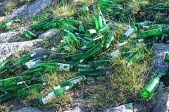 Bouteilles à bière de déchets photo stock
