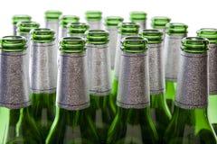 Bouteilles à bière en verre vert Images libres de droits