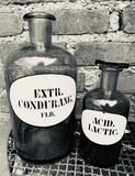 Bouteilles antiques de pharmaciens photo stock