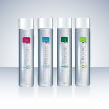 Bouteilles avec des étiquettes témoin pour le gel ou le shampooing de douche Photo libre de droits