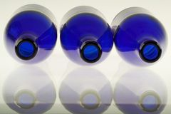 Bouteilles bleues Photo stock