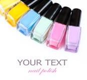 Bouteilles colorées de vernis à ongles Image stock