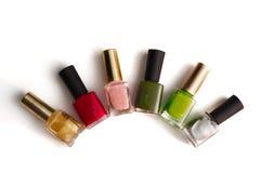 Bouteilles colorées de vernis à ongles Images libres de droits