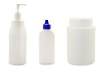Bouteilles cosmétiques en plastique blanches Image stock