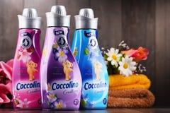 Bouteilles d'adoucissant liquide de Coccolino Image libre de droits