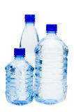 Bouteilles d'eau d'isolement au-dessus du blanc Image stock
