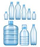 Bouteilles d'eau en plastique réalistes de vecteur réglées Photo libre de droits