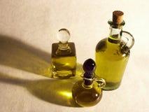 Bouteilles d'huile d'olive Photos stock