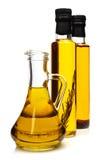 Bouteilles d'huile d'olive aromatique. images libres de droits