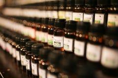 bouteilles d'huile de parfum Photographie stock