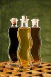 Bouteilles d'huile et de vinaigre balsamique d'olive Image libre de droits