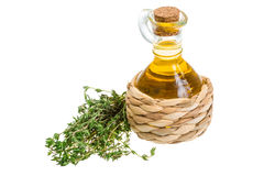 Bouteilles d'huile et de vinaigre d'olive sur une table dans un café Photos libres de droits