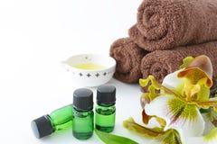 Bouteilles d'huiles essentielles Image stock