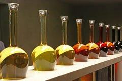 Bouteilles dans le pavillon de vin de l'Italie, expo 2015 Photographie stock libre de droits