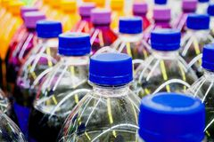 Bouteilles de boissons non alcoolisées Photo stock