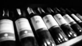 Bouteilles de fond de vin Des photos sont brouillées Rebecca 36 Photos libres de droits