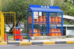 Bouteilles de gaz à la maison Photo stock