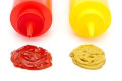 Bouteilles de ketchup et de moutarde Photo stock
