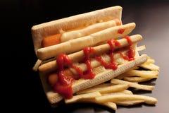 Bouteilles de ketchup et de moutarde à l'arrière-plan images libres de droits
