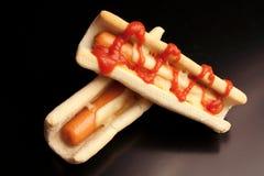 Bouteilles de ketchup et de moutarde à l'arrière-plan photographie stock libre de droits