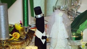 Bouteilles de mariage banque de vidéos