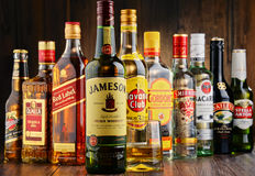 Bouteilles de marques assorties de boisson alcoolisée dure Photographie stock