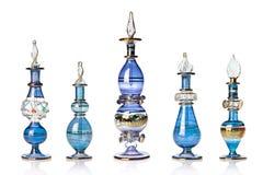 Bouteilles de parfum orientales bleues photographie stock