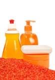 Bouteilles de produits de beauté et de sel de mer Images stock