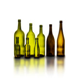 Bouteilles de vin en verre vides sur le fond blanc Photos libres de droits