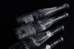 Bouteilles de vin de Murfatlar très vieilles, d'isolement Photo stock