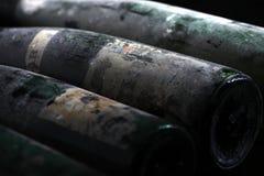 Bouteilles de vin de Murfatlar très vieilles, vue en gros plan d'isolement de vieux label Photographie stock libre de droits