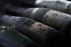 Bouteilles de vin de Murfatlar très vieilles, vue en gros plan d'isolement de vieux label Photos libres de droits