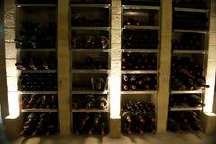 Bouteilles de vin rares dans des bouteilles de magnum en Bordeaux Photos stock