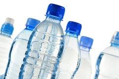 Bouteilles en plastique de l'eau minérale sur le blanc Photo libre de droits