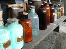 Bouteilles en verre antiques Photographie stock libre de droits