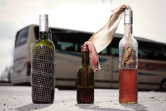 Bouteilles en verre inflammables employées par des extrémistes Photo libre de droits