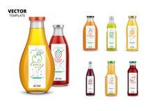 Bouteilles en verre réalistes de jus frais avec des labels illustration stock