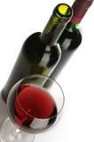 Bouteilles et glace de vin rouge Images libres de droits